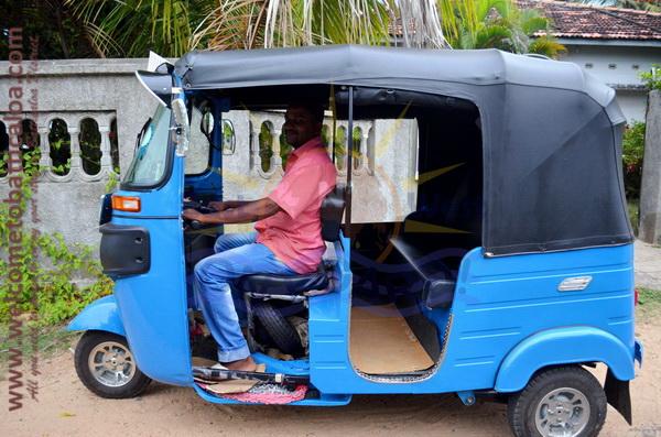 East N' West on Board 03 - Drivers Vehicles Guides Vans Cars Auto - Batticaloa Passikudah