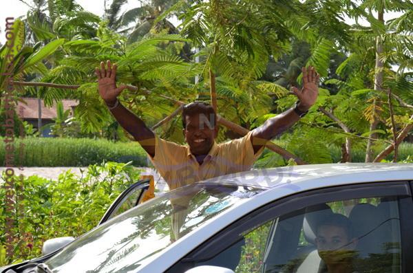 East N' West on Board 42 - Drivers Vehicles Guides Vans Cars Auto - Batticaloa Passikudah